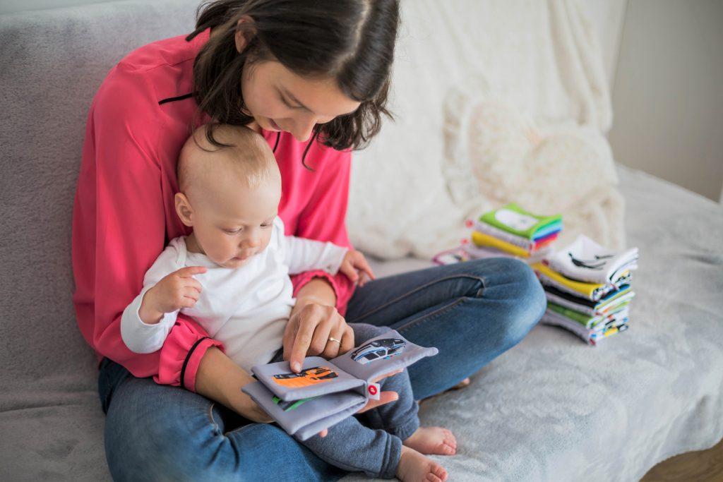 Voorlezen aan baby